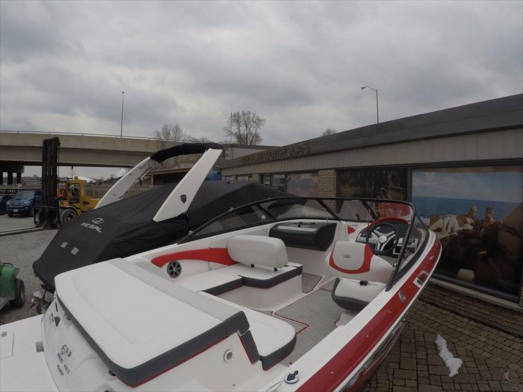 Photo 9 of 20 - 2018 Regal 1900 Surf for sale