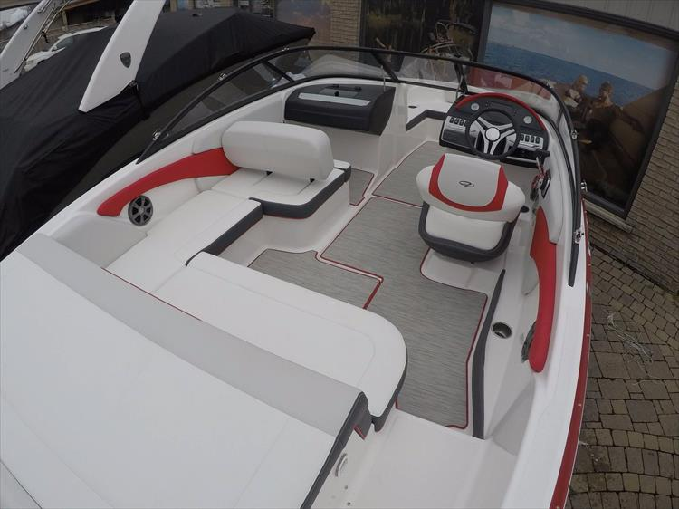 Photo 11 of 20 - 2018 Regal 1900 Surf for sale