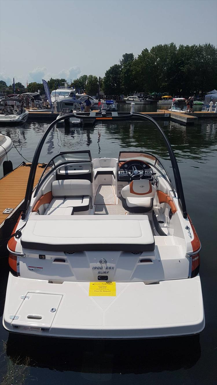 Photo 3 of 34 - 2018 Regal 1900 Surf for sale