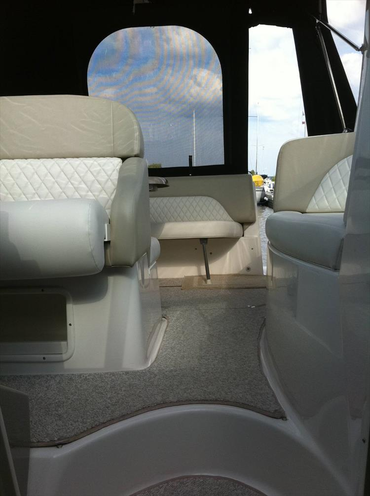 Photo 39 of 67 - 2013 Chaparral 290 Signature for sale