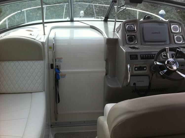 Photo 36 of 67 - 2013 Chaparral 290 Signature for sale