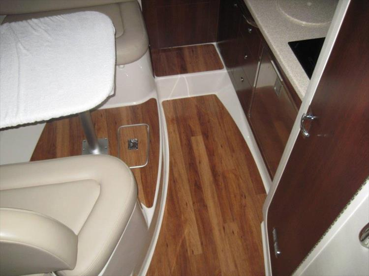 Photo 40 of 67 - 2013 Chaparral 290 Signature for sale