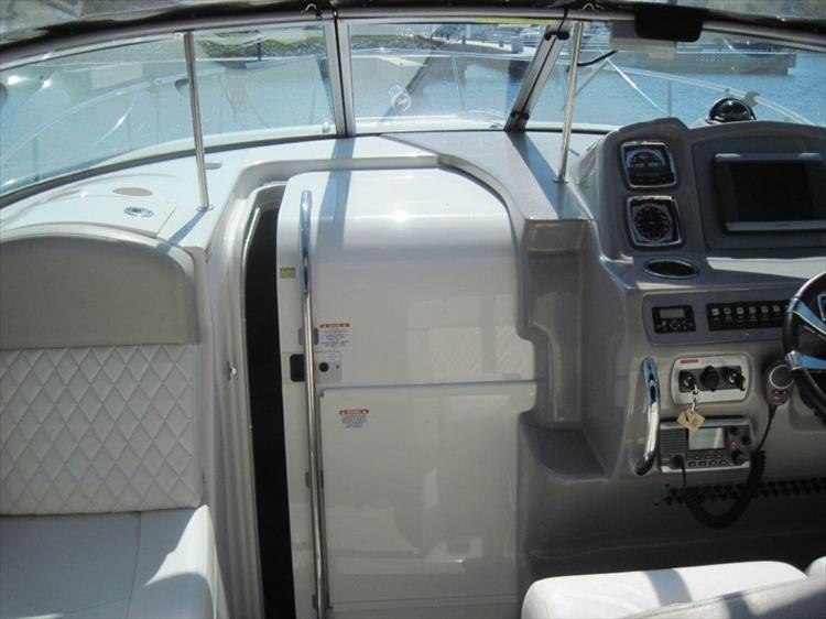 Photo 37 of 67 - 2013 Chaparral 290 Signature for sale