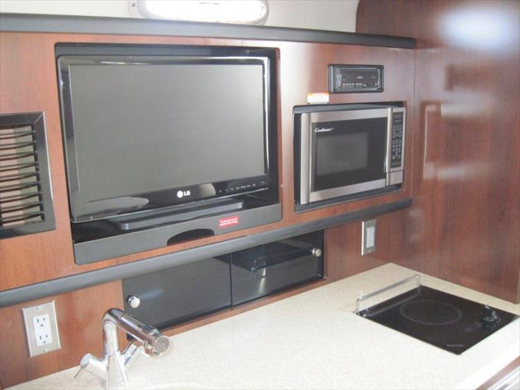 Photo 48 of 67 - 2013 Chaparral 290 Signature for sale