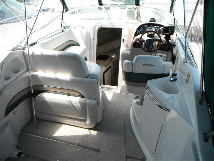 Photo 5 of 36 - 1999 Chaparral 260 Signature for sale
