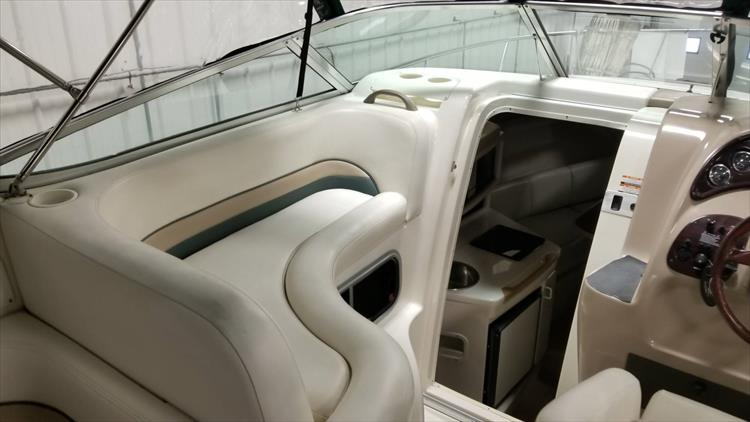 Photo 16 of 36 - 1999 Chaparral 260 Signature for sale