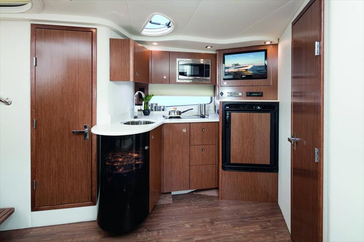 Photo 6 of 11 - 2018 Cruisers Yachts 38 Express for sale
