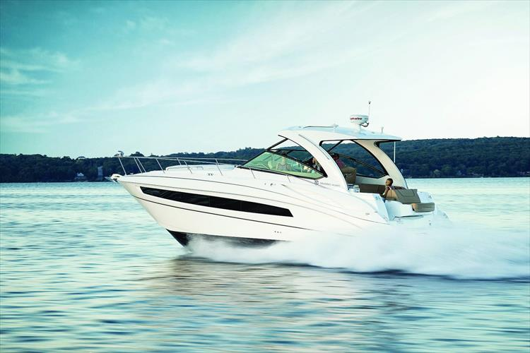 Photo 9 of 11 - 2018 Cruisers Yachts 38 Express for sale