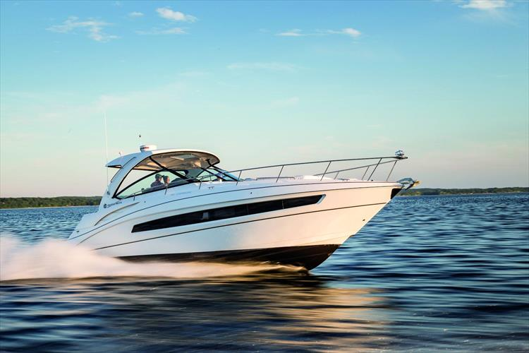 Photo 10 of 11 - 2018 Cruisers Yachts 38 Express for sale