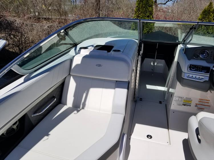 Photo 9 of 30 - 2013 Regal 24 Fasdeck RX for sale
