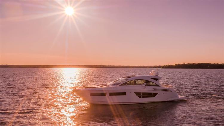 Photo 4 of 68 - 2018 Cruisers Yachts 60 Cantius for sale