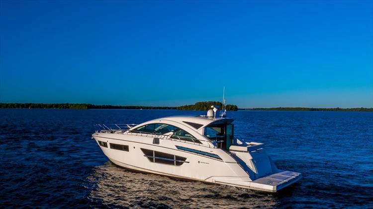 Photo 5 of 68 - 2018 Cruisers Yachts 60 Cantius for sale