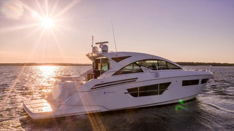 Photo 3 of 68 - 2018 Cruisers Yachts 60 Cantius for sale