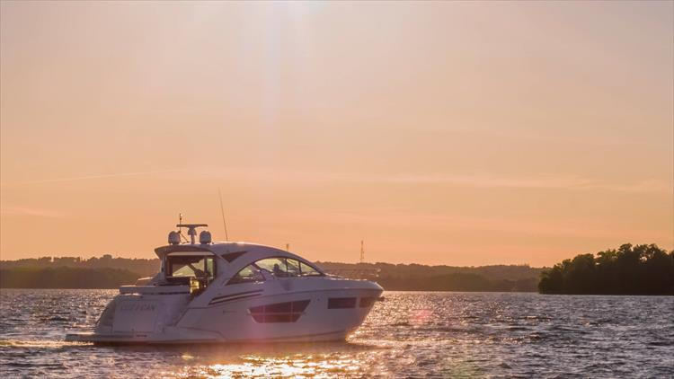 Photo 7 of 68 - 2018 Cruisers Yachts 60 Cantius for sale