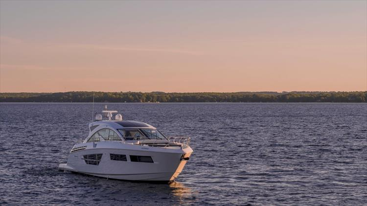 Photo 8 of 68 - 2018 Cruisers Yachts 60 Cantius for sale
