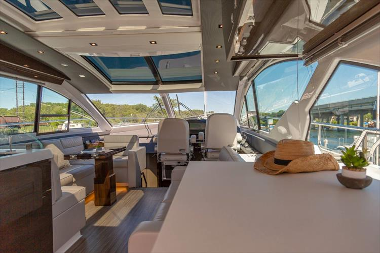 Photo 25 of 68 - 2018 Cruisers Yachts 60 Cantius for sale