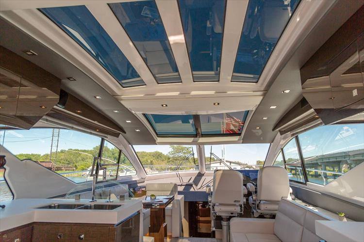 Photo 27 of 68 - 2018 Cruisers Yachts 60 Cantius for sale