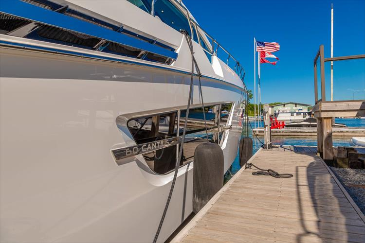 Photo 11 of 68 - 2018 Cruisers Yachts 60 Cantius for sale