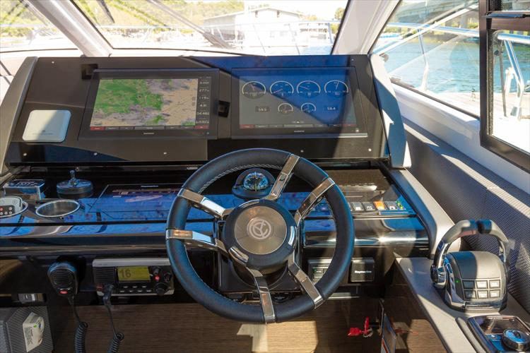 Photo 31 of 68 - 2018 Cruisers Yachts 60 Cantius for sale
