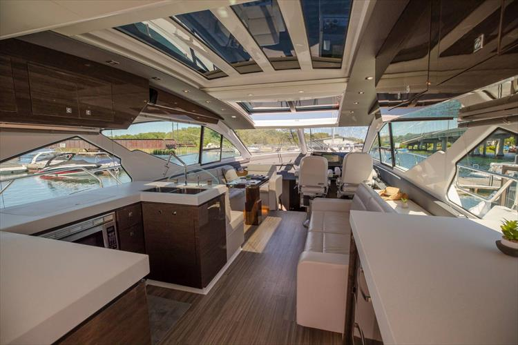 Photo 26 of 68 - 2018 Cruisers Yachts 60 Cantius for sale