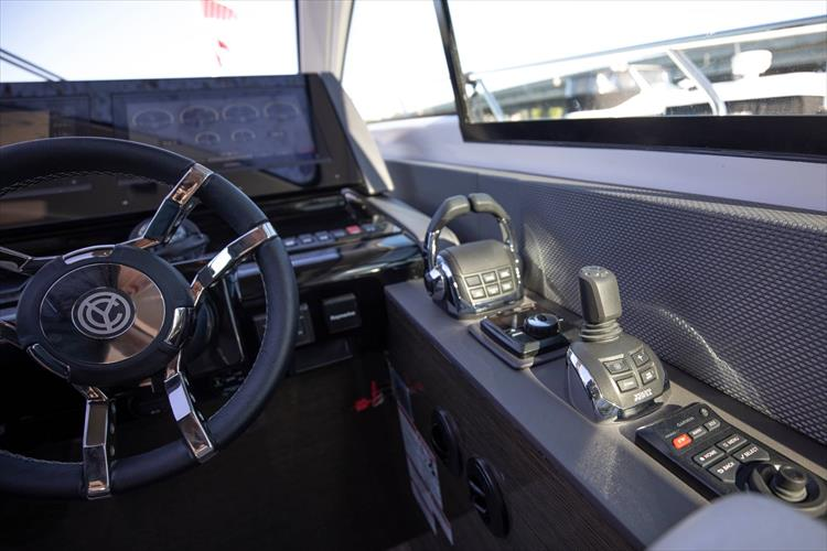 Photo 33 of 68 - 2018 Cruisers Yachts 60 Cantius for sale