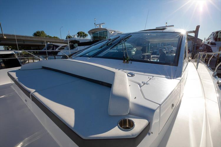 Photo 16 of 68 - 2018 Cruisers Yachts 60 Cantius for sale