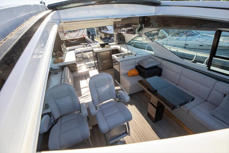 Photo 60 of 68 - 2018 Cruisers Yachts 60 Cantius for sale