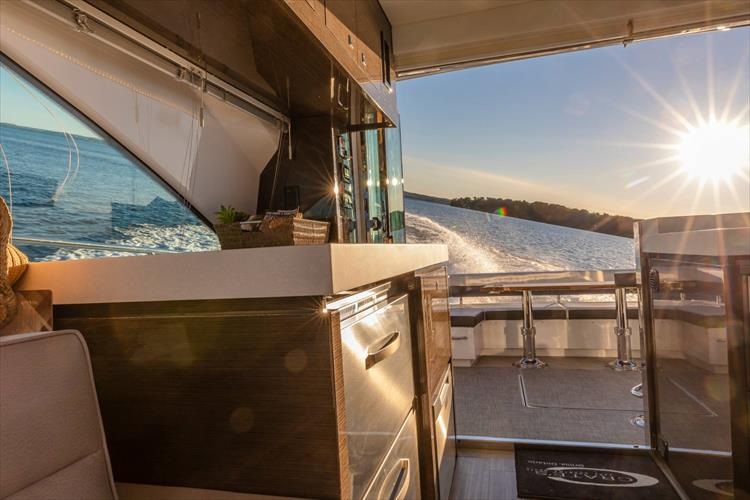 Photo 66 of 68 - 2018 Cruisers Yachts 60 Cantius for sale