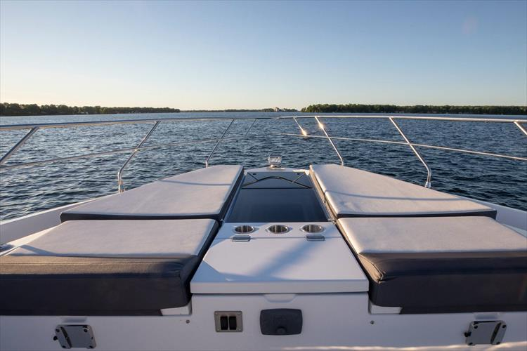 Photo 20 of 68 - 2018 Cruisers Yachts 60 Cantius for sale
