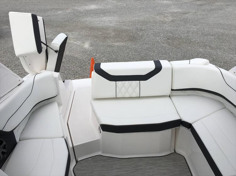 Photo 12 of 32 - 2019 Regal 22 Fasdeck for sale