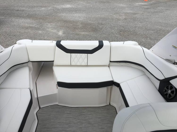 Photo 13 of 32 - 2019 Regal 22 Fasdeck for sale