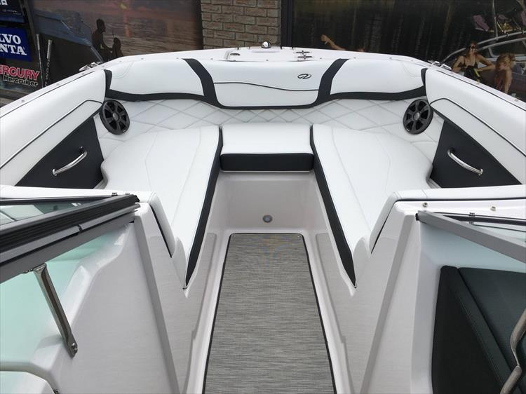 Photo 21 of 32 - 2019 Regal 22 Fasdeck for sale