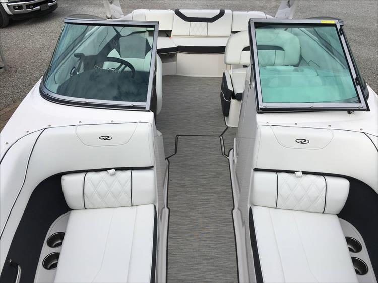 Photo 23 of 32 - 2019 Regal 22 Fasdeck for sale