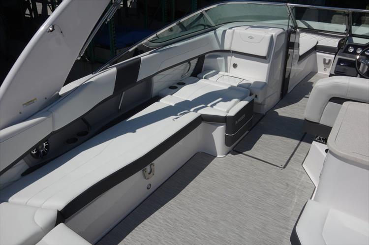 Photo 8 of 27 - 2019 Regal 26 Fasdeck for sale