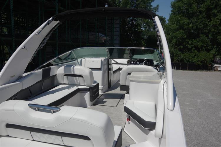 Photo 10 of 27 - 2019 Regal 26 Fasdeck for sale