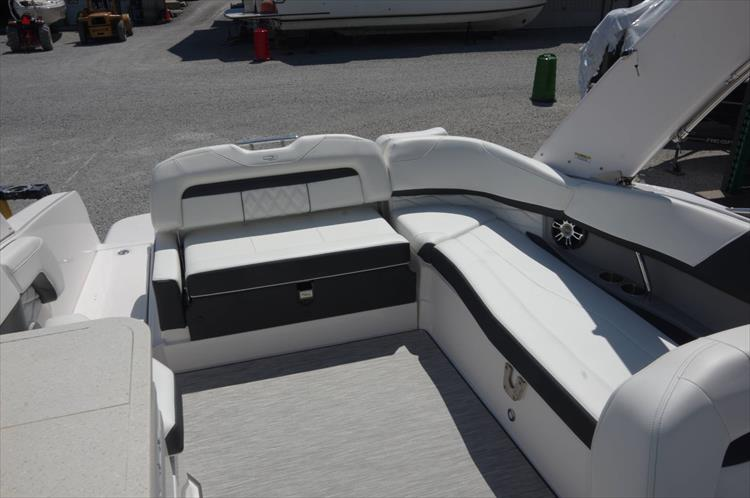 Photo 12 of 27 - 2019 Regal 26 Fasdeck for sale
