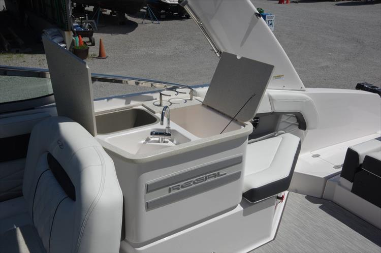 Photo 14 of 27 - 2019 Regal 26 Fasdeck for sale
