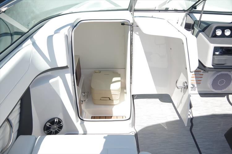 Photo 20 of 27 - 2019 Regal 26 Fasdeck for sale