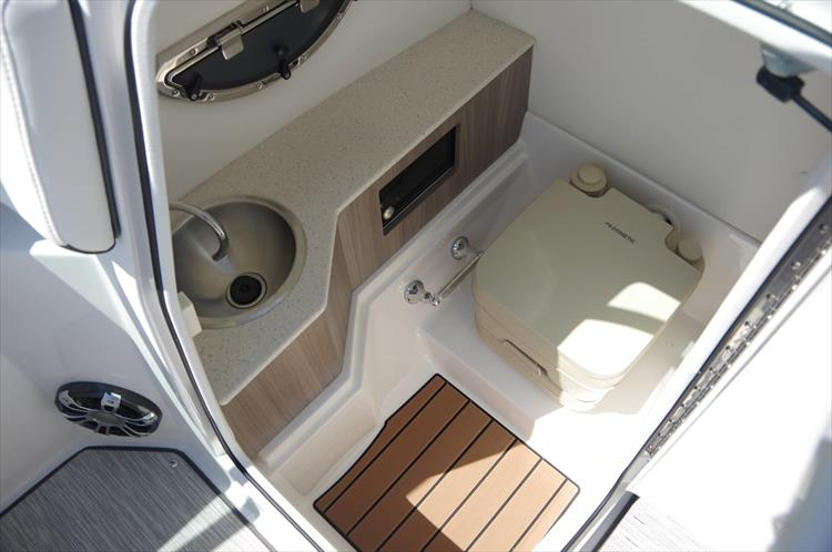 Photo 21 of 27 - 2019 Regal 26 Fasdeck for sale