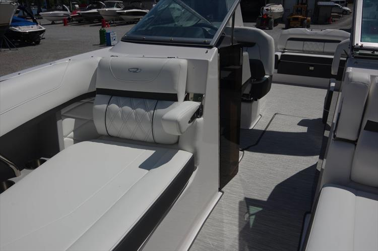 Photo 24 of 27 - 2019 Regal 26 Fasdeck for sale