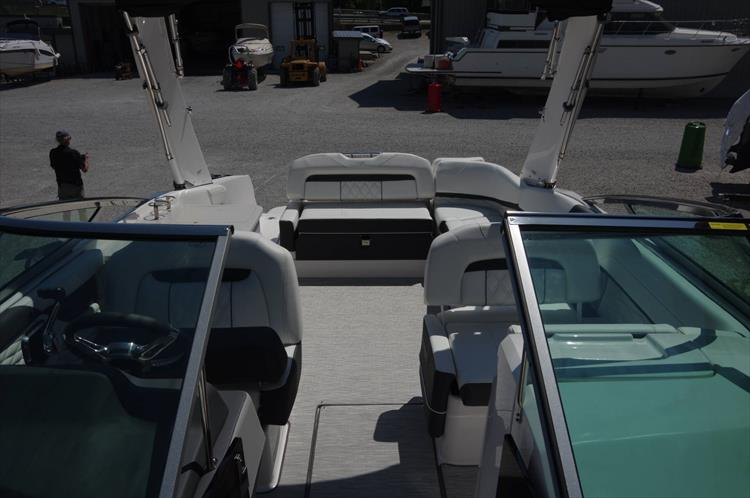 Photo 26 of 27 - 2019 Regal 26 Fasdeck for sale