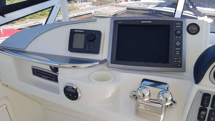 Photo 36 of 43 - 2007 Carver 41 Cockpit Motor Yacht CMY for sale