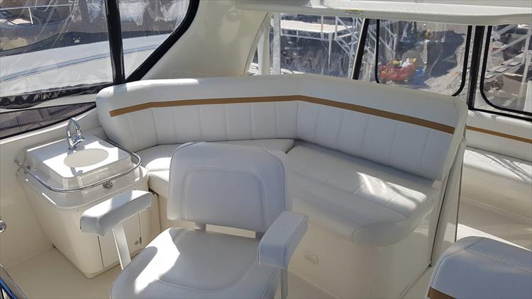 Photo 38 of 43 - 2007 Carver 41 Cockpit Motor Yacht CMY for sale