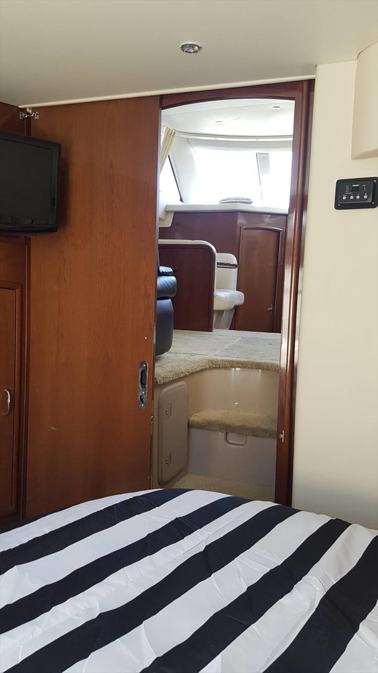 Photo 23 of 43 - 2007 Carver 41 Cockpit Motor Yacht CMY for sale