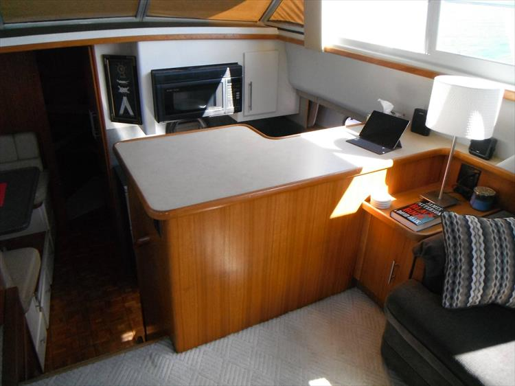 Photo 30 of 67 - 1997 Carver 445 Aft Cabin Motor Yacht for sale