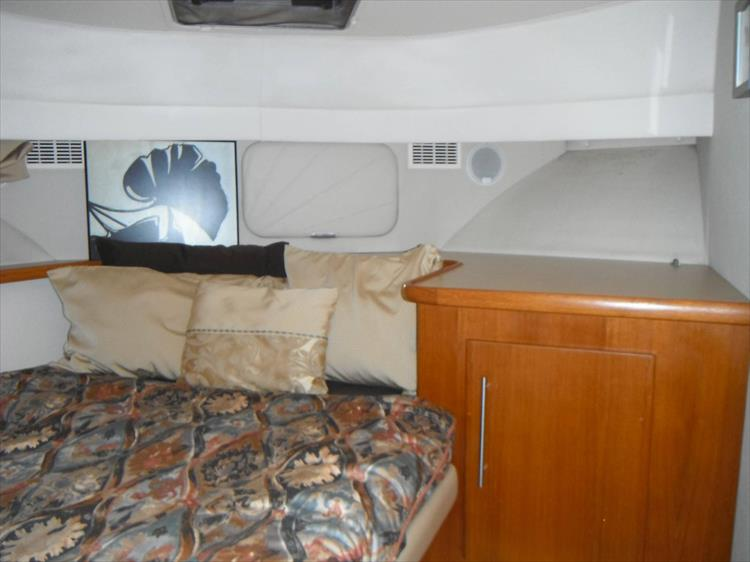 Photo 38 of 67 - 1997 Carver 445 Aft Cabin Motor Yacht for sale