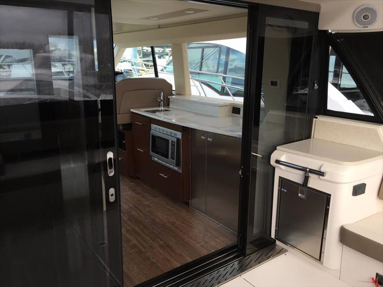 Photo 9 of 43 - 2017 Regal 42 Grande Coupe for sale