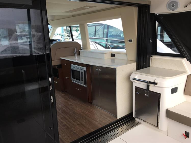 Photo 10 of 43 - 2017 Regal 42 Grande Coupe for sale