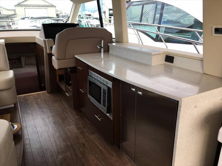 Photo 11 of 43 - 2017 Regal 42 Grande Coupe for sale