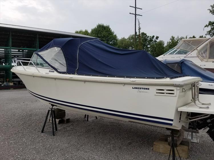 Photo 6 of 37 - 2003 Limestone 22 Closed Deck for sale